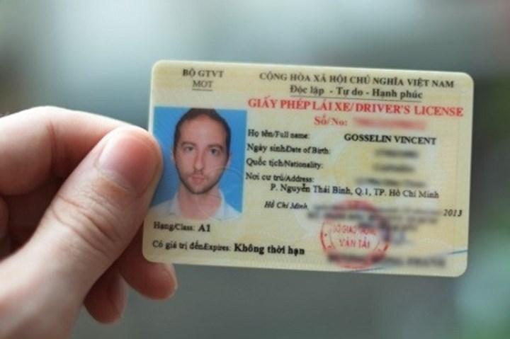 Hướng dẫn thủ tục cấp đổi giấy phép lái xe máy cho người nước ngoài tại Việt Nam qua mạng